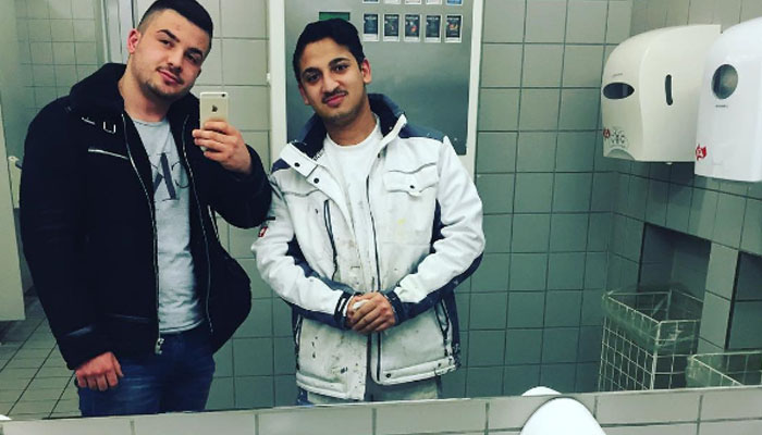 selfie di toilet (Foto Instagram)