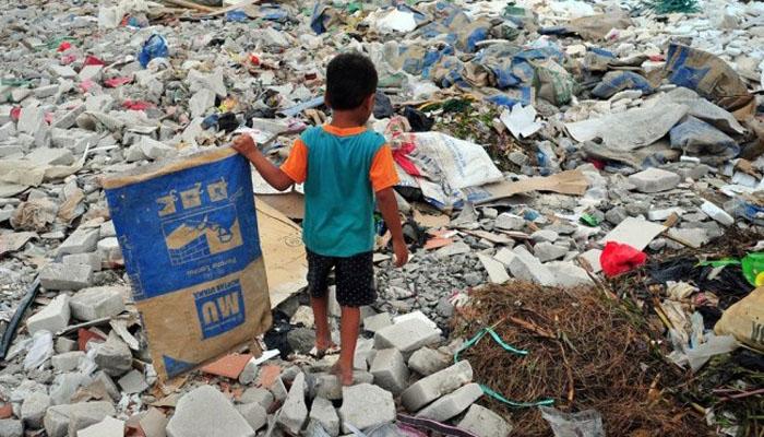 03 Sampah Plastik di darat sulit menyatu dengan tanah(Foto Republika Co id)