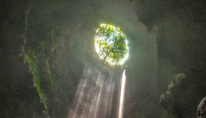 04 Sensasi Vertical Caving 90 meter (Foto Instagram milan2707