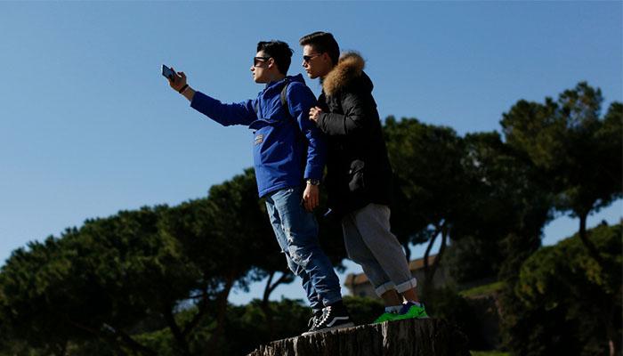 05 Boleh Selfie saat Gerhana (Foto slate.fr)