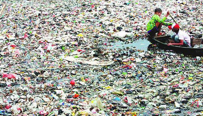 06 Sampah Plastik (Foto dearryk com)