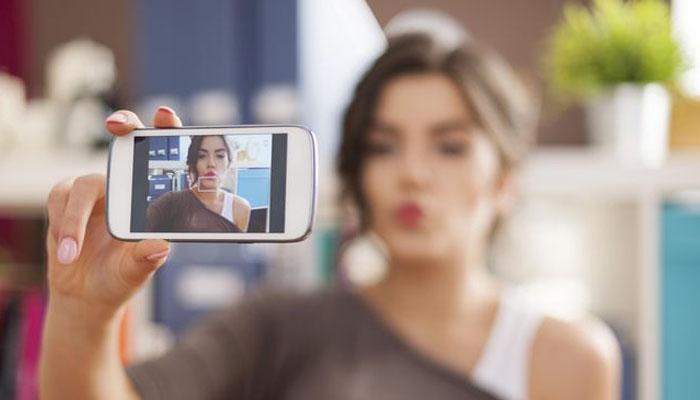 08 Eksibisionis salah satu penyakit selfie (cnnindonesia.com)