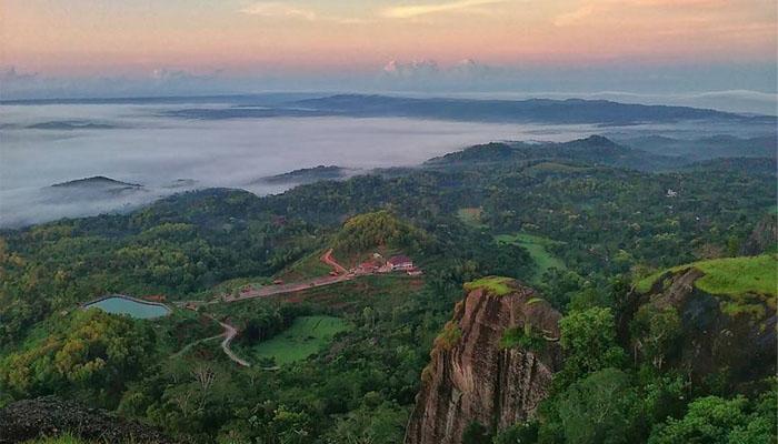 11 Joga_Gunung Api Purba Nglanggeran, Gunungkidul Yogyakarta
