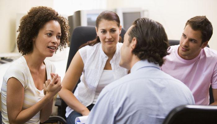Ajak mereka diskusi (Foto: plaudex.com)