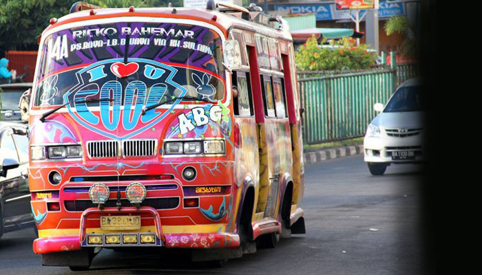 Bus Kota Dugem sudah kayak diskotik berjalan (Blogger.com)