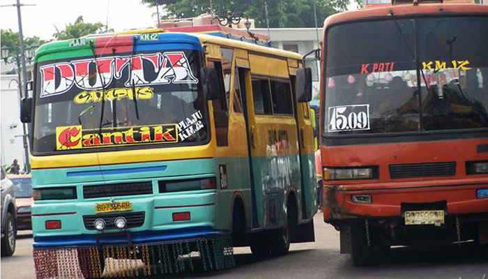 Di mana-mana karakter Bus Kota itu sukanya ugal-ugalan (Foto: wordpress.com/sutip)