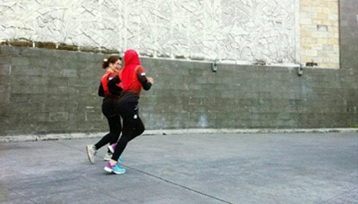 Lari yuk biarkan galau hanyut bersama keringatmu.. (Foto: Instagram/yulisatiara)