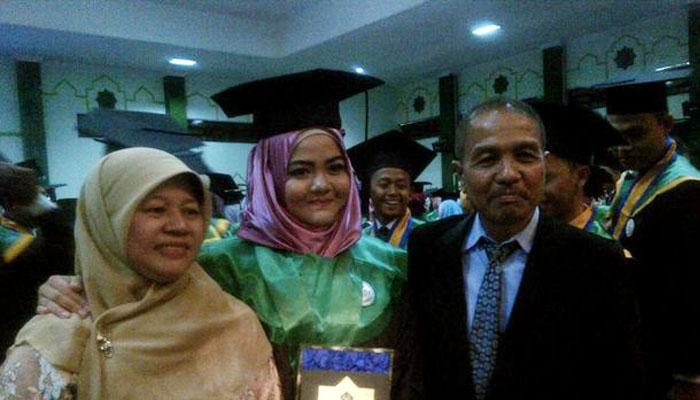 Rafidah Helmi Wisudawan Kedokteran Termuda