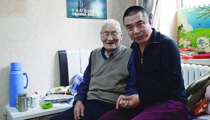 Virallio - Peng yunsong bersama seorang anaknya